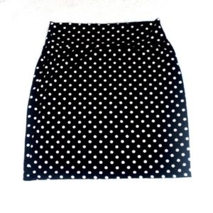 NWOT Forever 21 White &Black Polka Dot Skirt